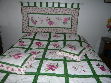 couvre lit et tete de lit assorti BRODERIE MACHINE : CHEZ MARVICTOIRE couvre lit et tete de lit assorti